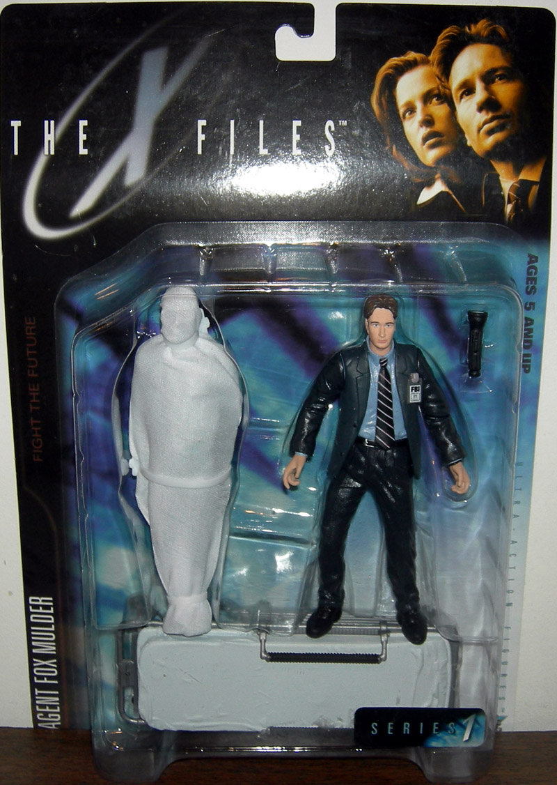 Agent Fox Mulder (with victim in body bag and gurney)